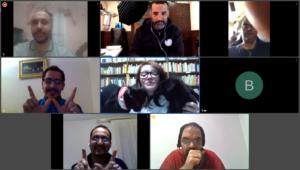 Appel d'équipe en visioconference pendant le télétravail. Sur Skype, Teams ou Google Meet, facilité par le Scrum Master et le Coach Agile expert en DevOps